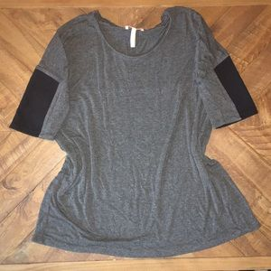 NWOT Laundry by Shelli Segal short sleeve tee